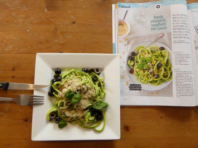 Lunchrecept: Paleo Courgette-'Spaghetti' met eigengemaakte pesto
